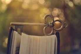 Llave sobre libro