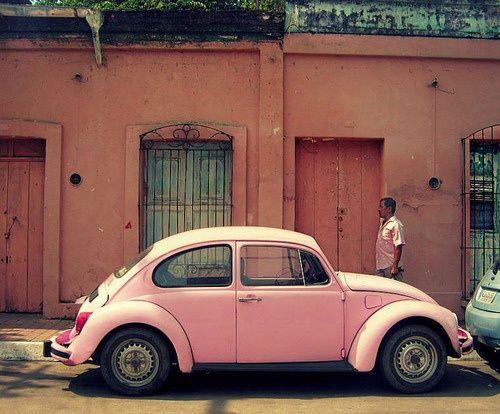 voiture coccinelle rose