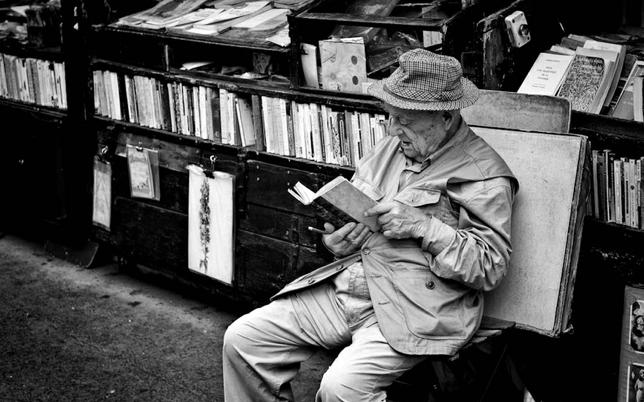 Resultado de imagem para old man reader