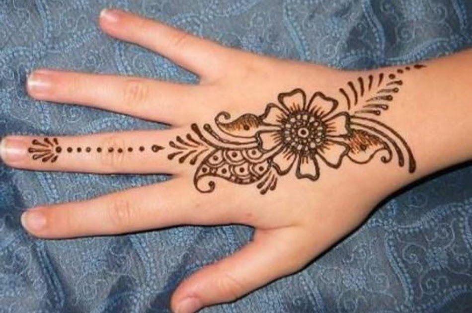 Terkeren 29 Gambar Bunga Pakai Henna Henna Tak Sekadar Jadi Bahan Lukisan Tangan Tirto Id Gambar Henna Tangan Kata Henna B Di 2020 Henna Desain Henna Mehndi Designs
