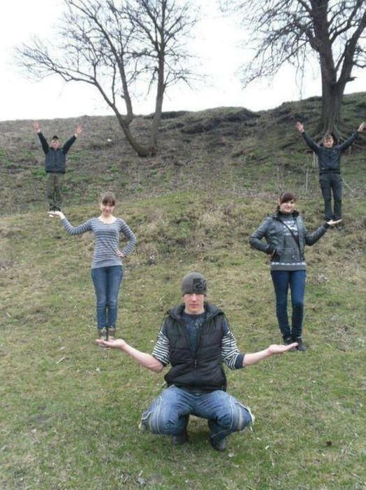 Funny Group Photo Pose Ideas : funny, group, photo, ideas, Creative, People, Vacation, Bemethis, Funny, Friend, Pictures,, Group, Photos,, Pictures