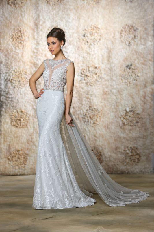 3.-plunging-neckline-embroideredwedding-dress.jpeg (533×800) | nos ...