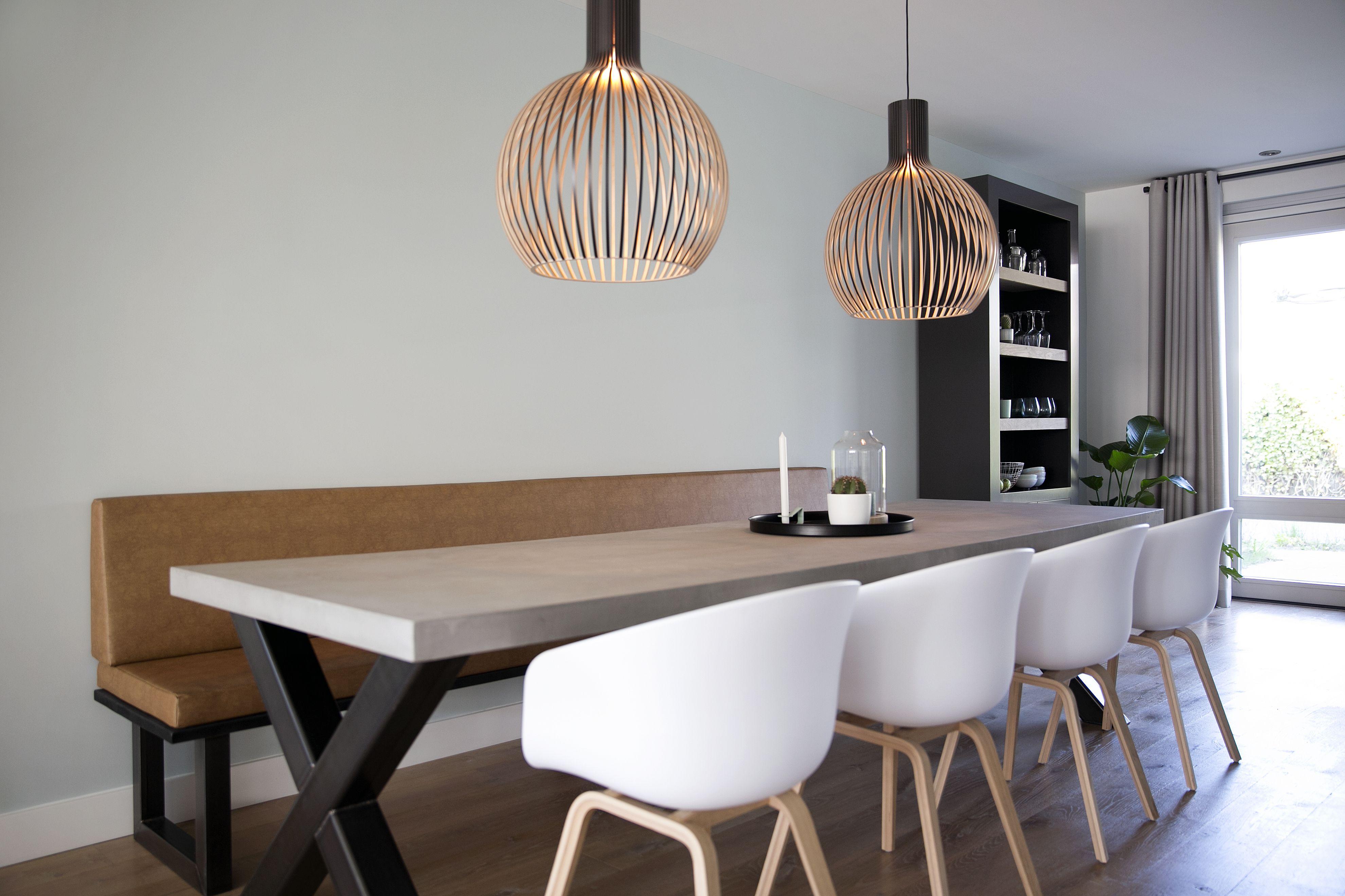 Decoratie eetkamer met houten tafel voor mooie huis decoratie