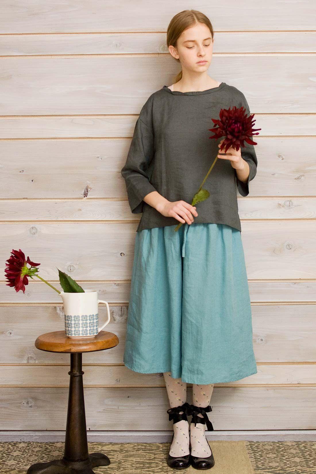 布はPres-deさんで購入した、ヘリンボーン模様のリネンダンガリー生地。 スカートのように見えるけど、袴みたいなパンツ。長めにしたかったので、デフォルトより10cm  ...
