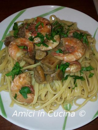 Photo of Linguine with porcini mushrooms and prawns. – Friends in the kitchen