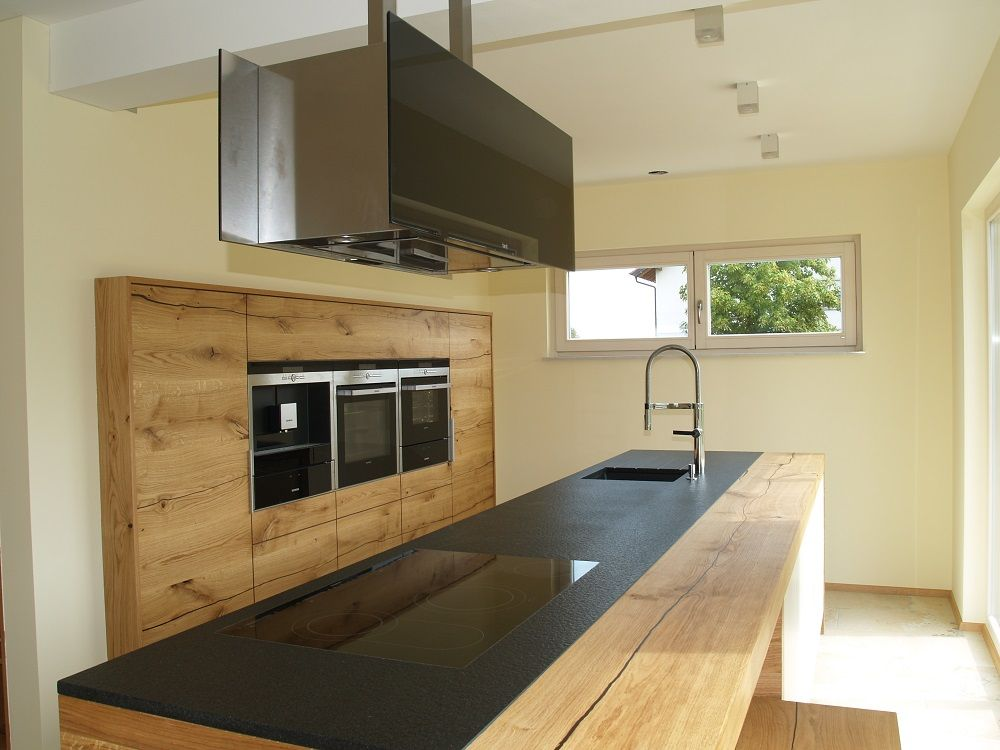 Oak kitchen black countertop massivholz kuche aus donau for Küche eiche