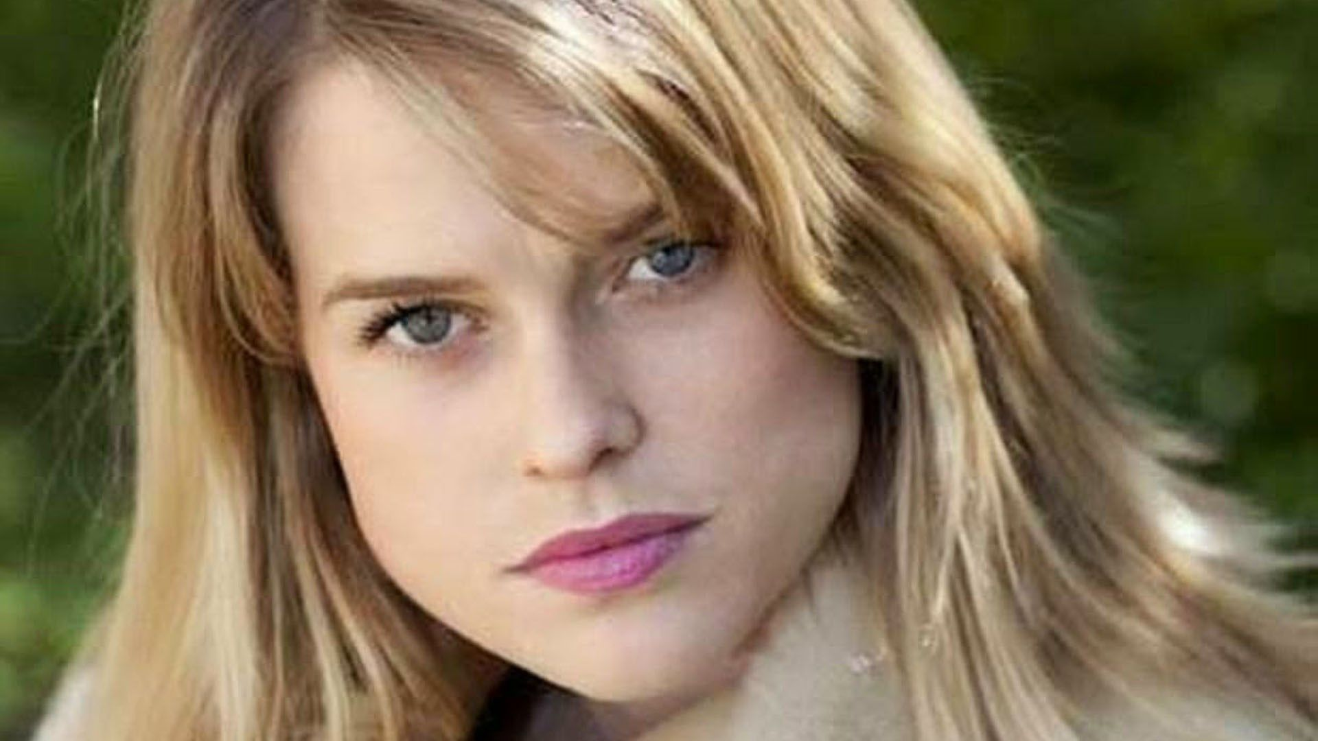 Alice Eve Wallpapers High Quality | Download Free