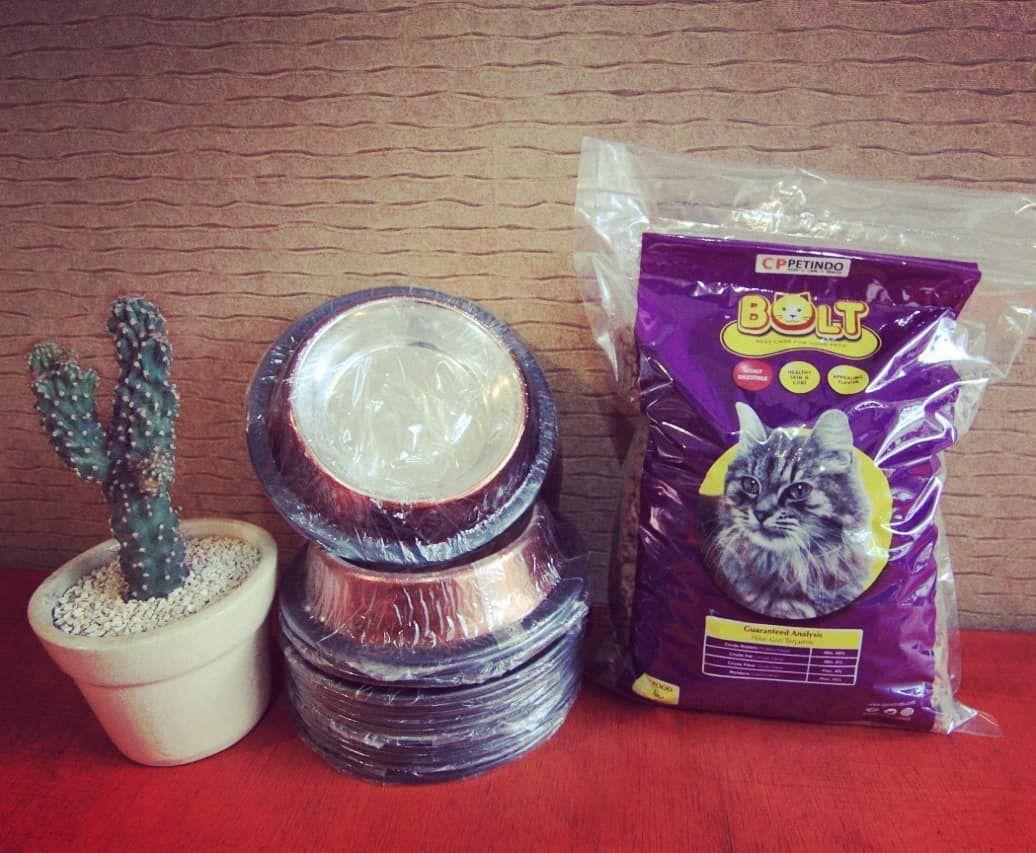 Kucing Kk Ga Nafsu Makan Ga Sakit Tp Ga Mau Makan Hmm Kayaknya Mesti Di Cek Tempat Makannya Kak Siapa Tau Tempat Makannya U Cat Food Mason Jars Glassware