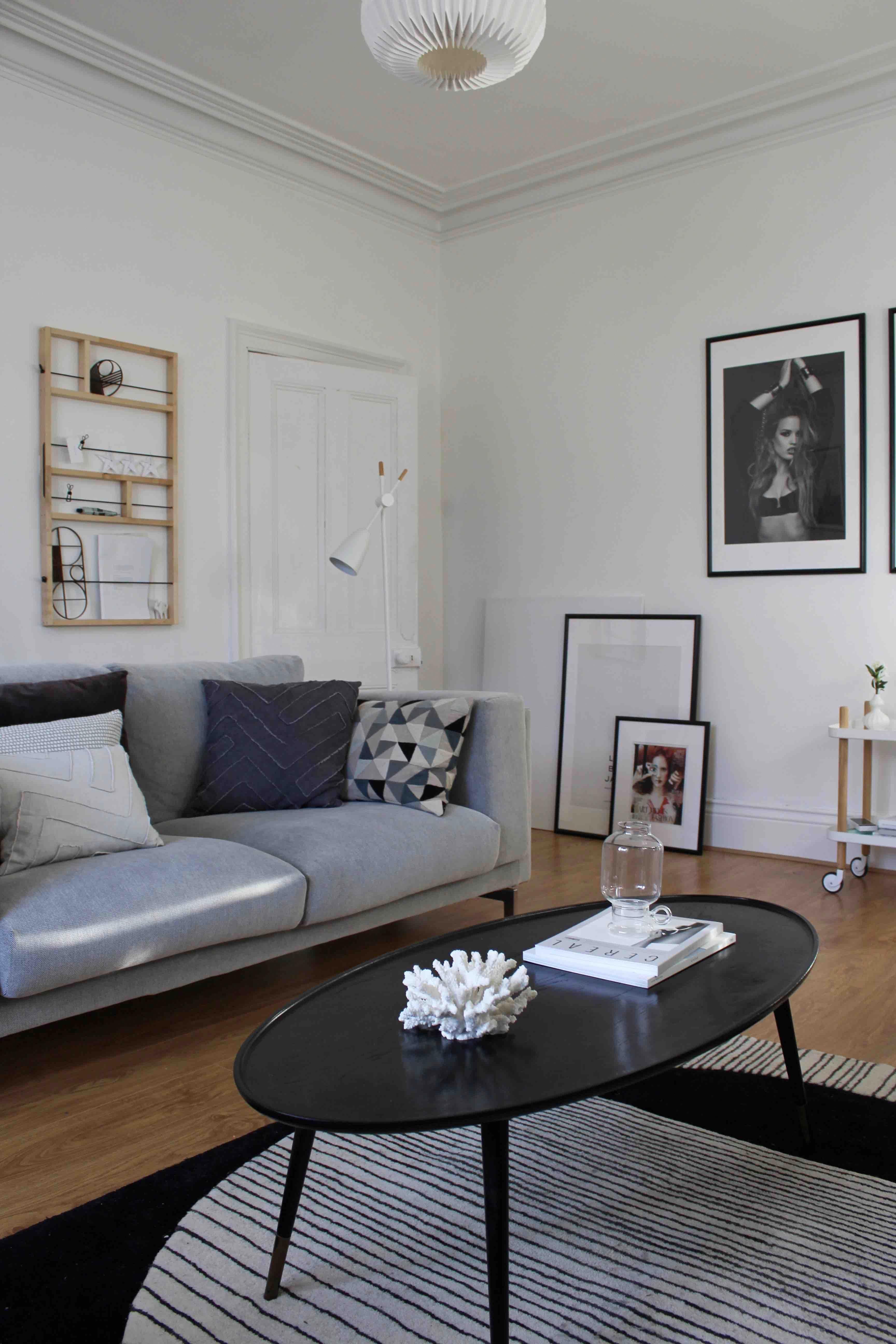 Scandinavian Style Living Room With Grey Sofa Black Coffee Table White Walls And A Warm Oak Wooden Floor Wohnzimmer Grau Wohnzimmer Weiss Wohnzimmermobel Weiss