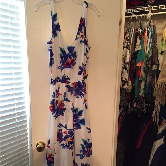 Kendall Maxi dress size M I am so sad to part with this! I just don't wear it at all and I've worn it only two times. I'm open to offers and trades but only if it's for other Mumu that are my ISOs Show Me Your MuMu Dresses Maxi