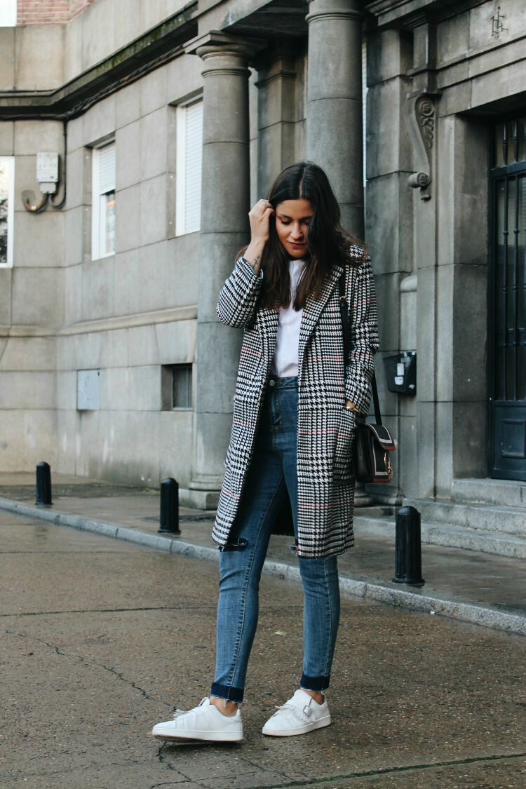 Comfy winter #outfit wearing jeans, sneakers and plaid ...