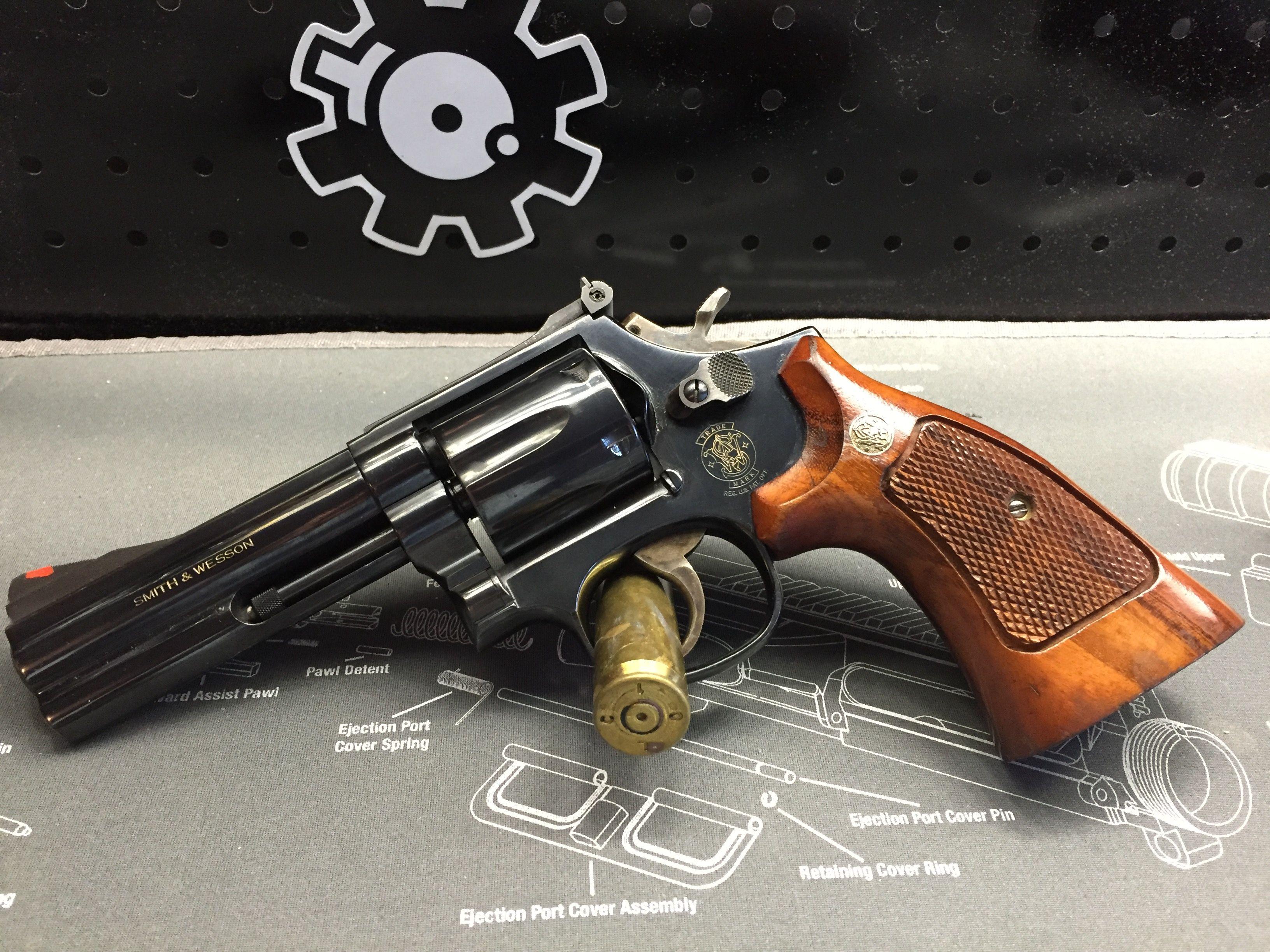 S&W Model 586 with target grips | Revolvers | Pinterest | Revolvers ...