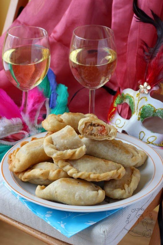 Chilli Czosnek I Oliwa Blog O Kuchni Srodziemnomorskiej Empanadas Z Tunczykiem Przekaska Na Impreze Food Recipes Chicken Wings