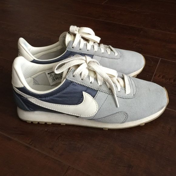 3a8679a9e0 Nike old school style sneakers Cool two tone grey sneakers. Lightly worn