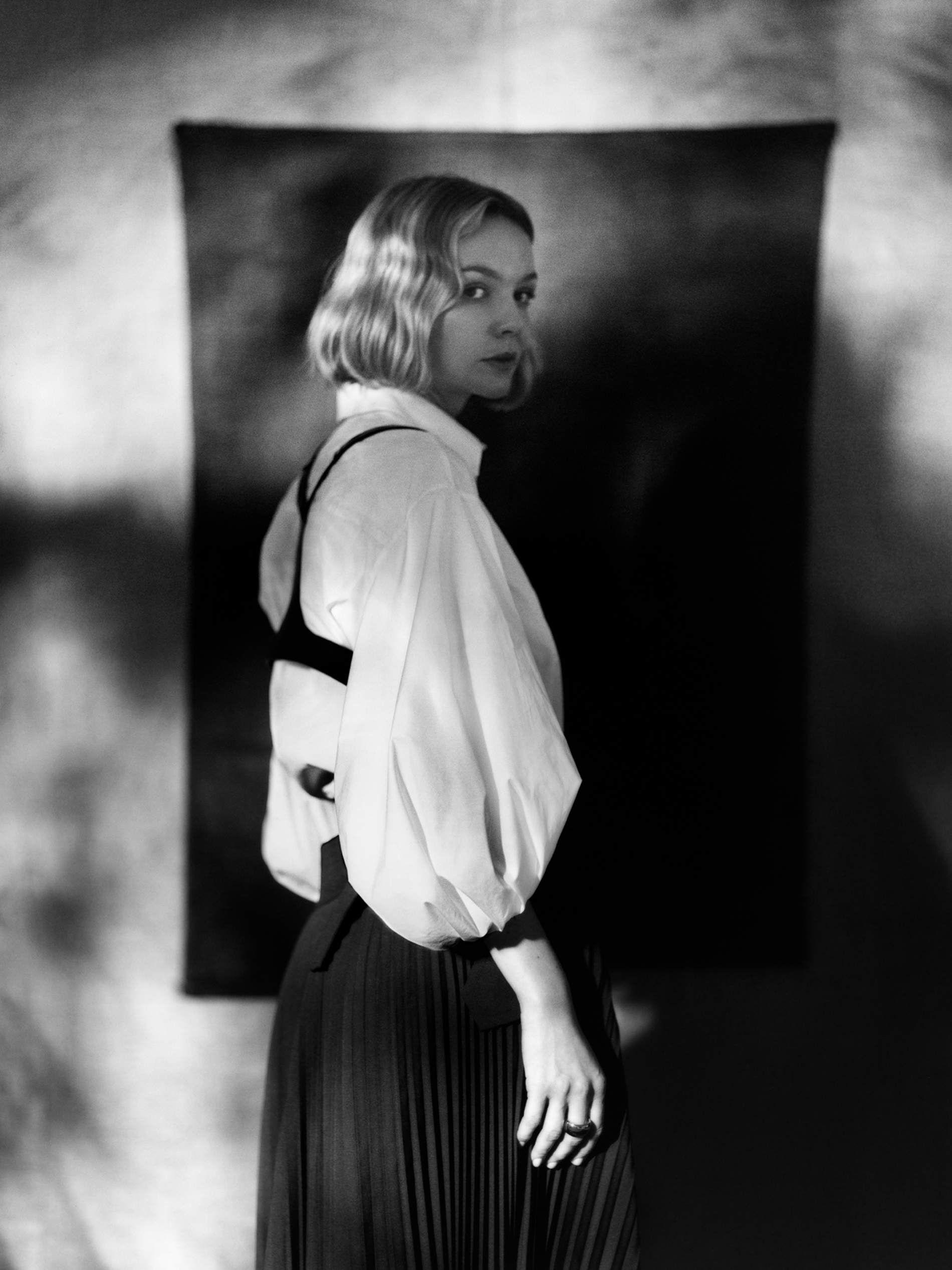 Carey Mulligan Talks Rom Com Revelations New Movie Promising Young Woman Lifelong Friendships In 2020 Carey Mulligan Porter Magazine Carey
