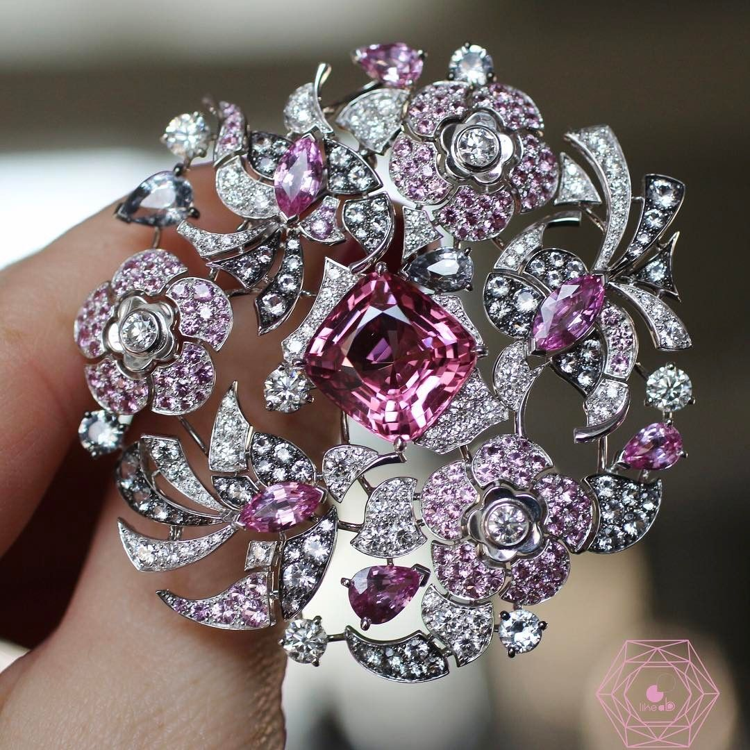 NEW POST on the blog www.likeab.com] about High Jewellery for #coutureweek please go to the blog to discover all the beauties such as this beautiful brooch by @chanelofficial #CocoavantChanel w/amazing spinel on the centre and pink sapphires .