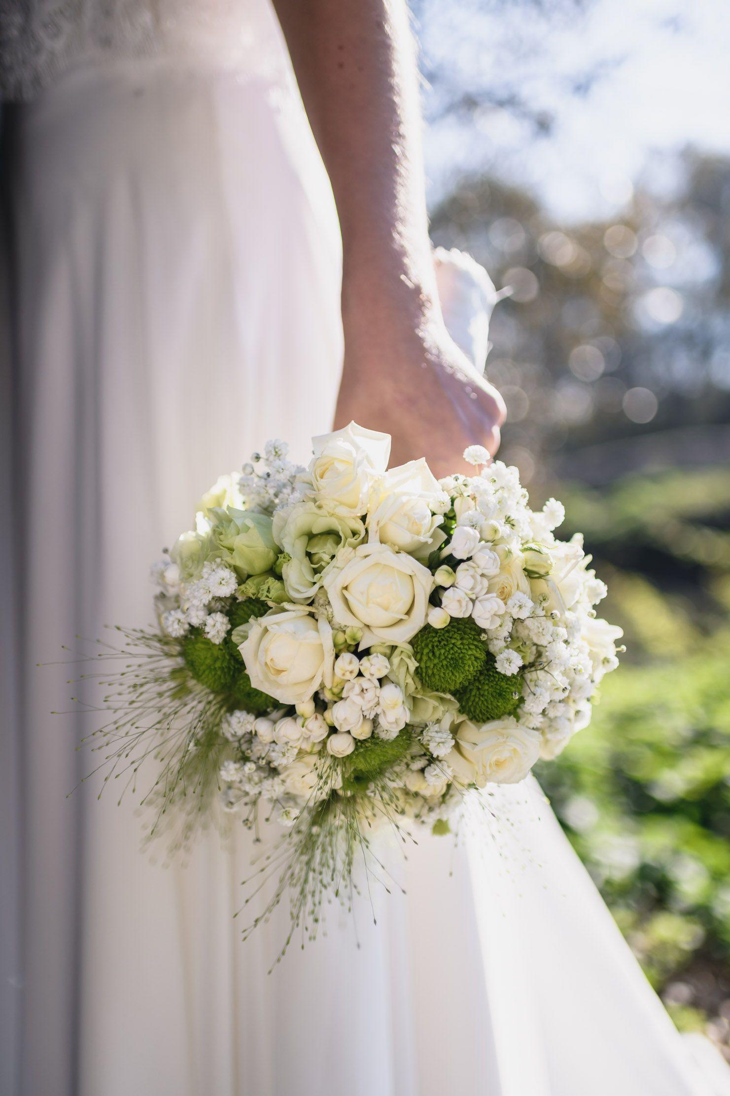 Wie Viel Darf Ein Brautstraub Kosten Und Welche Arten Gibt Es Blumenstrauss Hochzeit Blumenschmuck Hochzeit Brautstrauss
