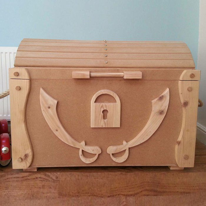Le coffre jouets id es d coration chambre enfant coin b b wooden toy - Decoration pirate chambre bebe ...
