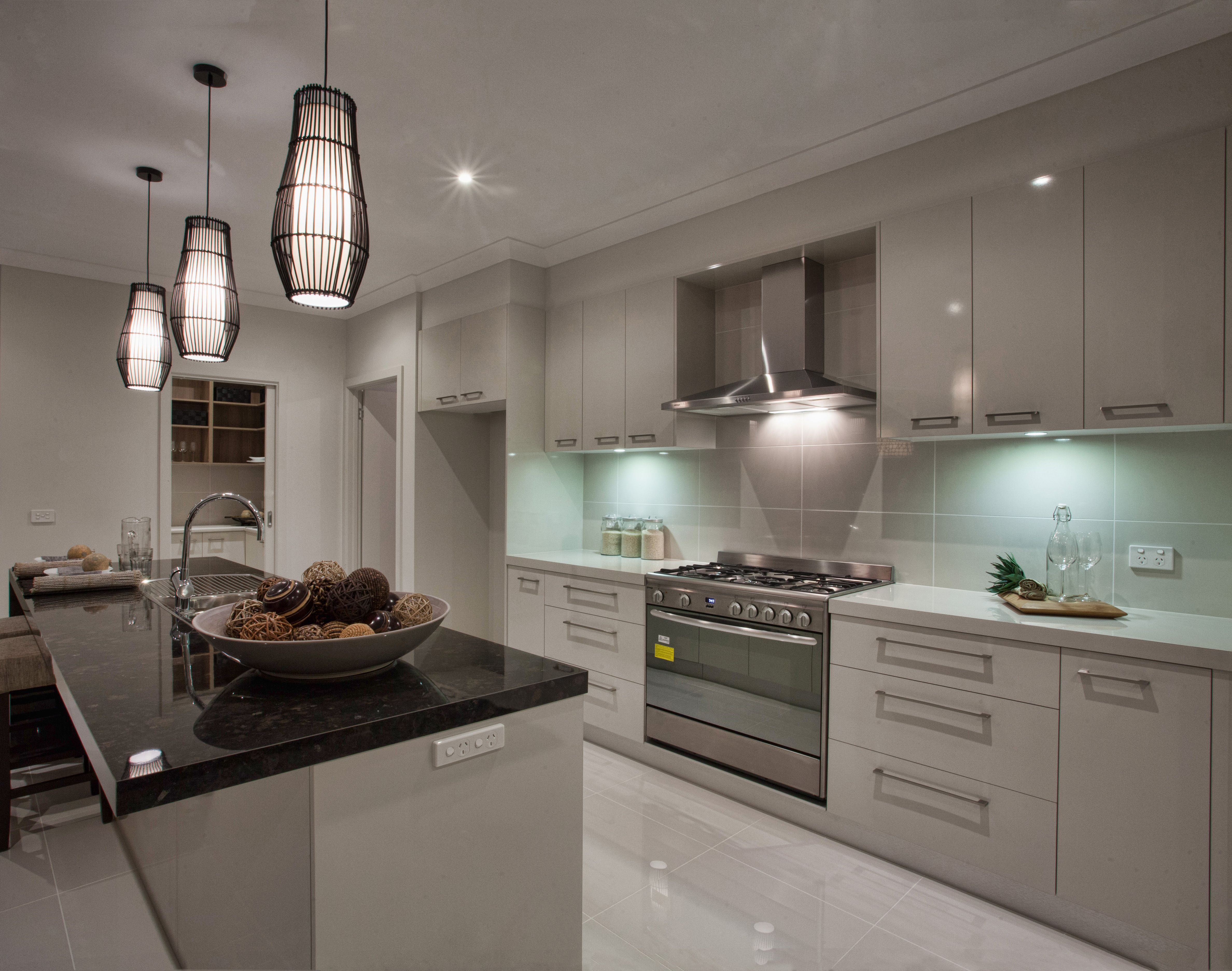 Beautiful kitchen from the hotondo homes birchgrove for Display home kitchens