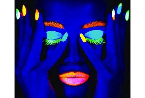 Ciatè, maquillaje que brilla en la oscuridad! Fiesta Pinterest
