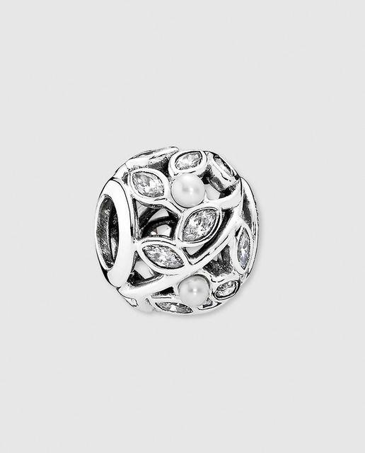 53138805d116 Charm hojas en plata y perla Pandora   Charms en 2019   Charms ...