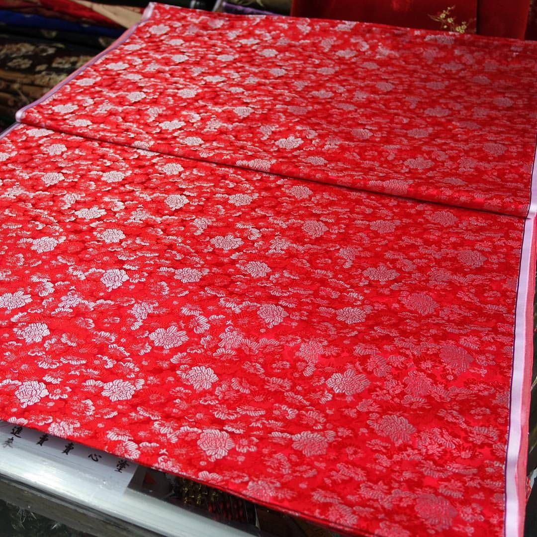 #红色 #大红 #底 #银 #小 #牡丹 #牡丹花 #花型 #织锦 #缎 #red #back #with #silver #small #peony #flower #pattern #hangzhou #silk #brocade #china #chinese #traditional #flowers #pattern Add:JianKang...