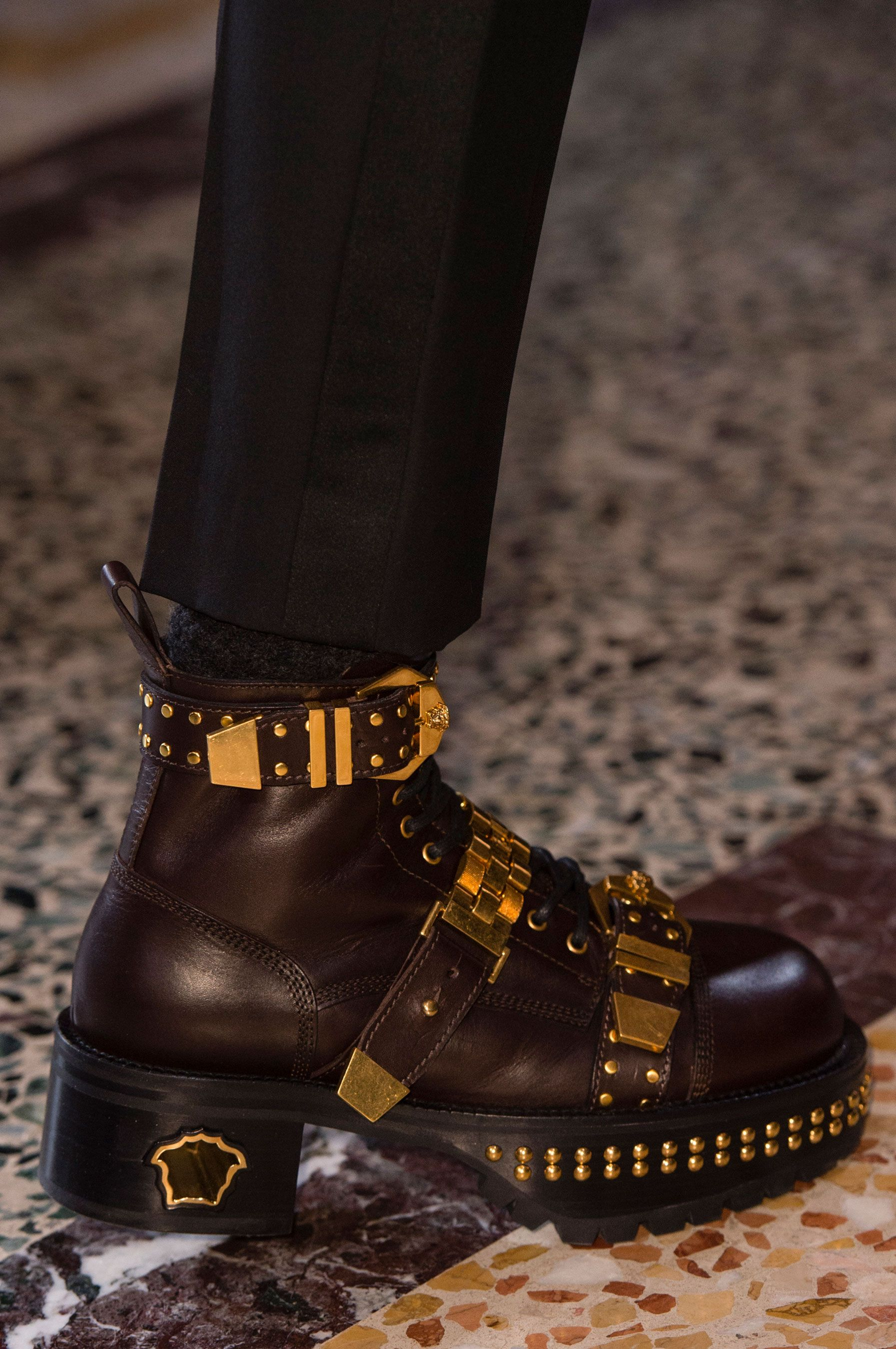 Versace Fall 2018 Men's Fashion Show Details | Accessories