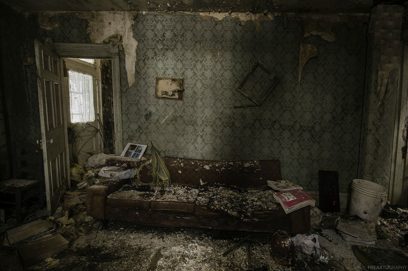 Trashed living room inside an abandoned house (1366X908 ...