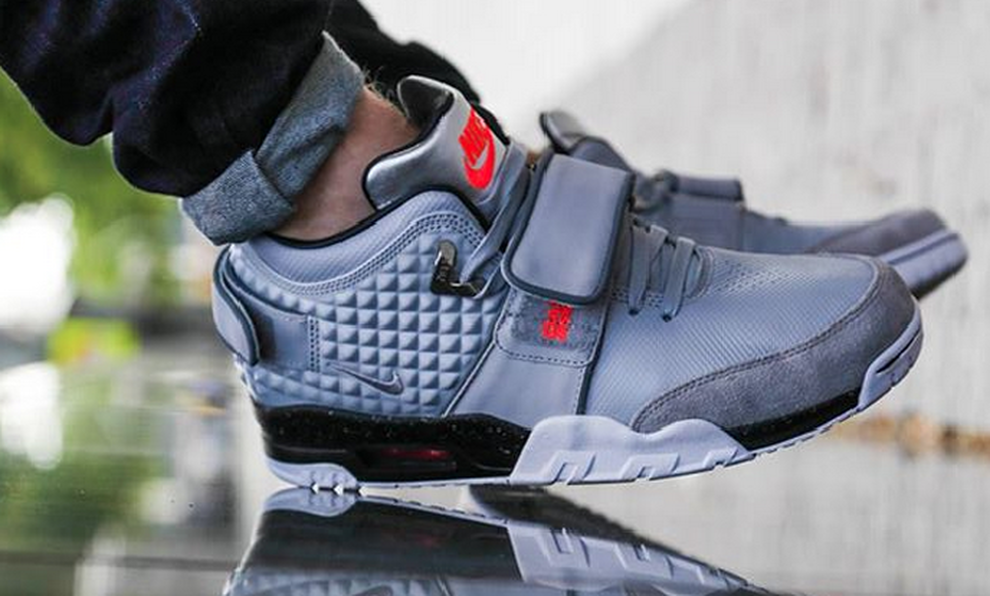 sports shoes 7dc24 48abb Victor Cruz Honors Late Father With Nike Air Trainer Cruz