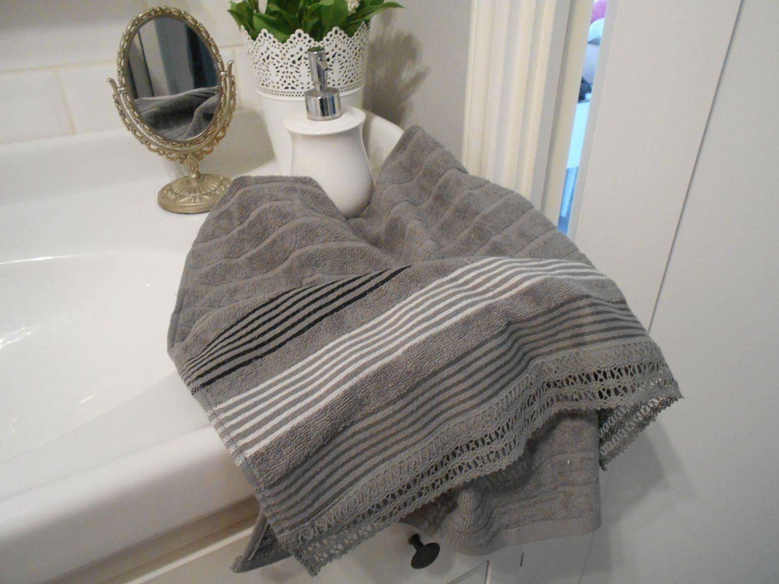 Ręcznik z bawełnianą koronką