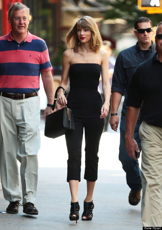 Taylor Swift Steps Out In A Sultry New Look Taylor Swift Street Style Taylor Swift Style Fashion