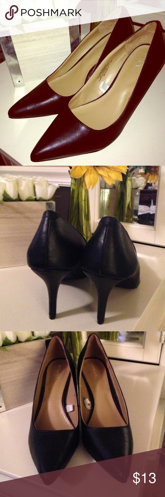 Merona kitten heels size 9! Perfect condition ! Merona kitten heels size 9! Perfect condition !  All black ! Merona Shoes Heels