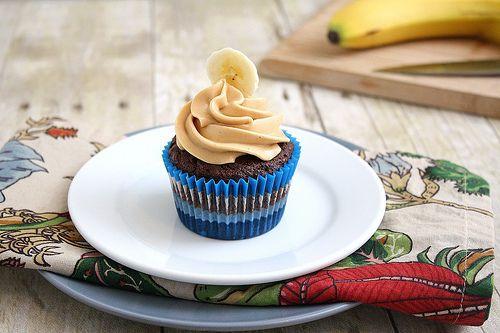 Cupcakes de Chocolate Creme de  Banana C/ Glacê de Manteiga de Amendoim: