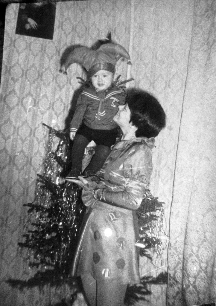 День старых семейных фотографий. Елки разных лет.