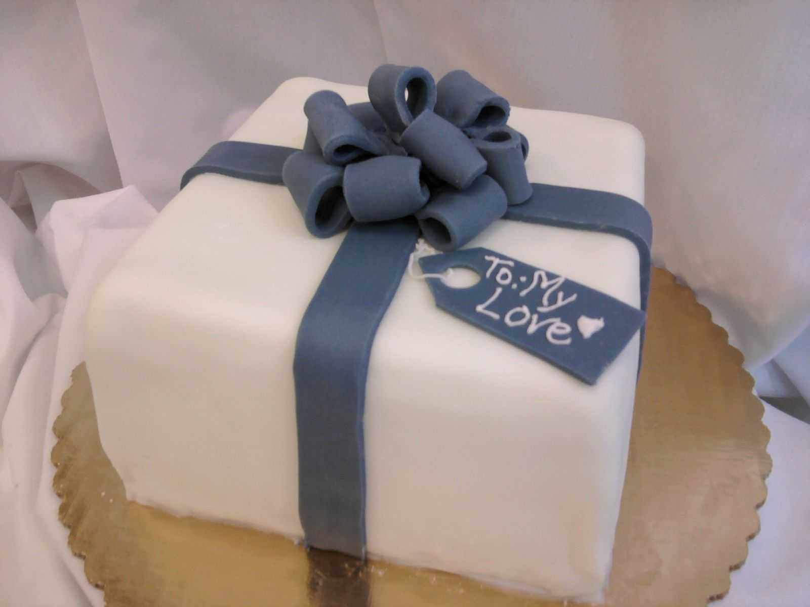 Square Present cake with fondant bow and gift tag ...