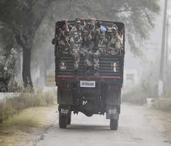 J&K के बांदीपुरा में सेना ने दो आतंकियों को मार गिराया - Hindi Gaurav