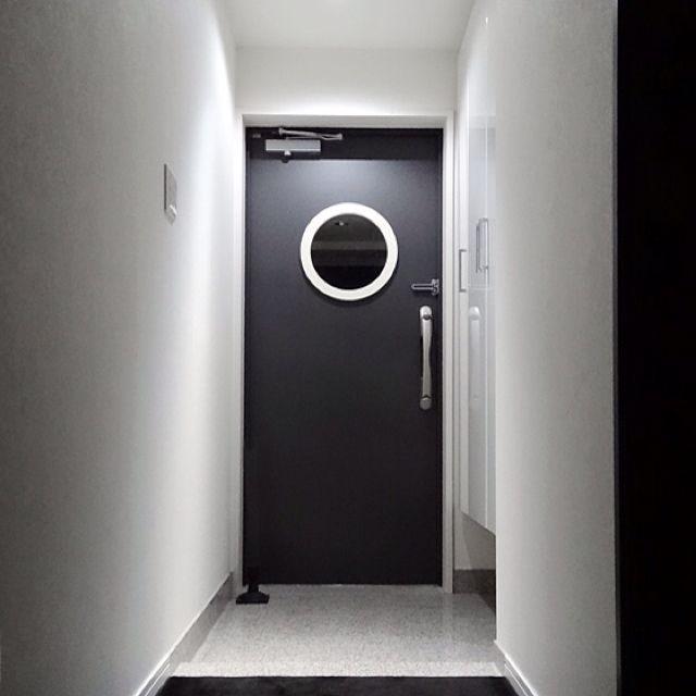 玄関 入り口 白黒 ブラック ホワイト モノトーン などのインテリア