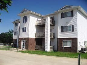 Stonegate Apartments For Rent Cedar Rapids Ia Apartments On Apartmentfinder Com Apartments For Rent Apartment Finding Apartments