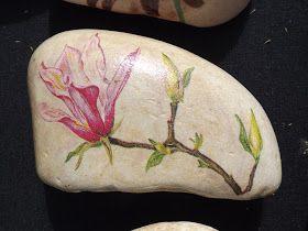 Flores diversas em seixos de vários tamanhos Disponíveis entre 2 koisas e 7 koisas (depende do tamanho)