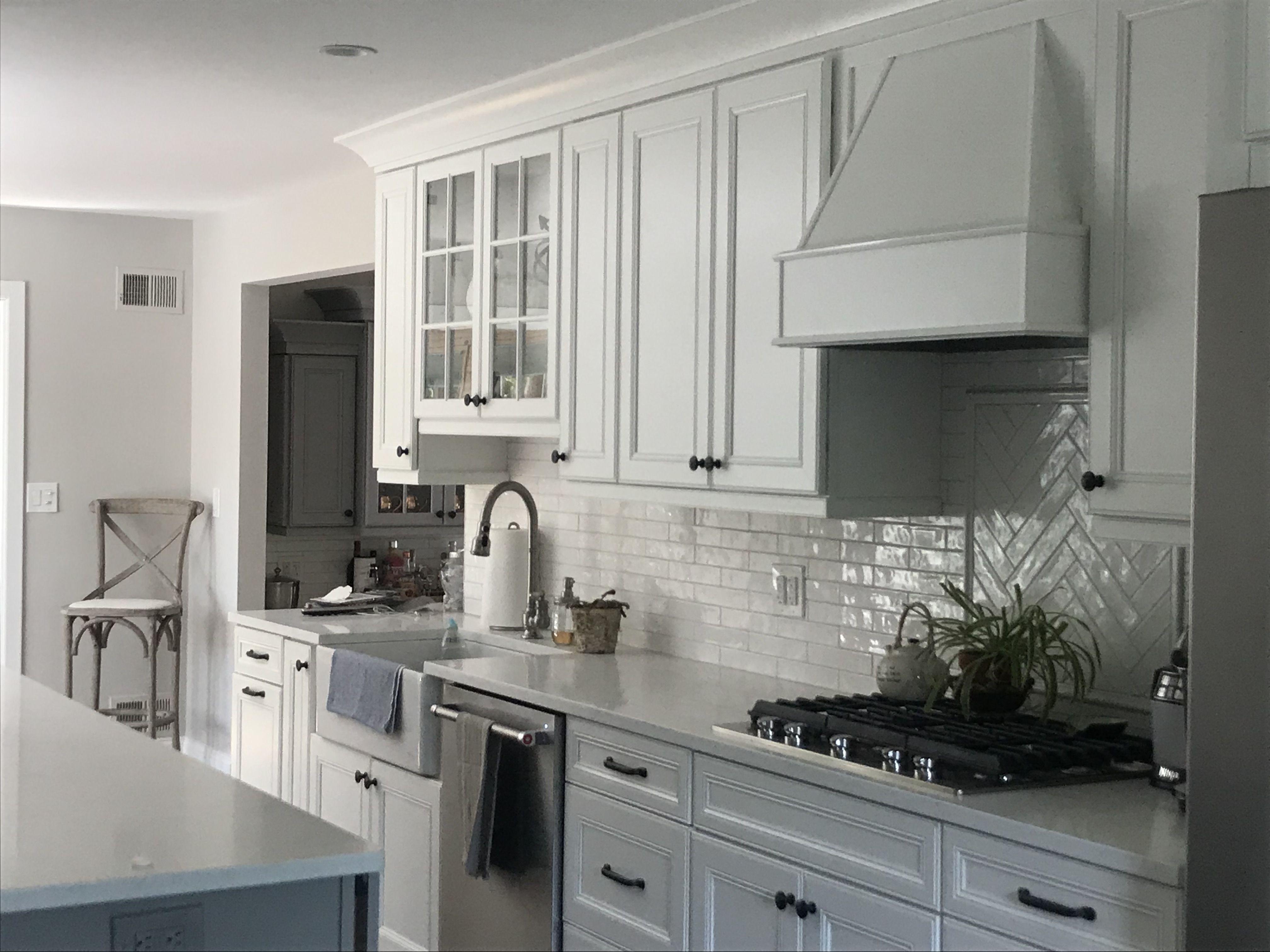 white farmhouse kitchen white backsplash blackhardware kitchen design white backsplash on farmhouse kitchen black and white id=65608