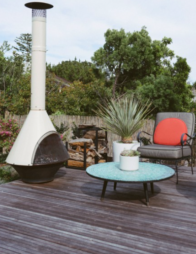 Surf Shack Mid Century Backyard Via Indoek With Images Modern Outdoor Fireplace Outdoor Fireplace Designs Outdoor Fireplace