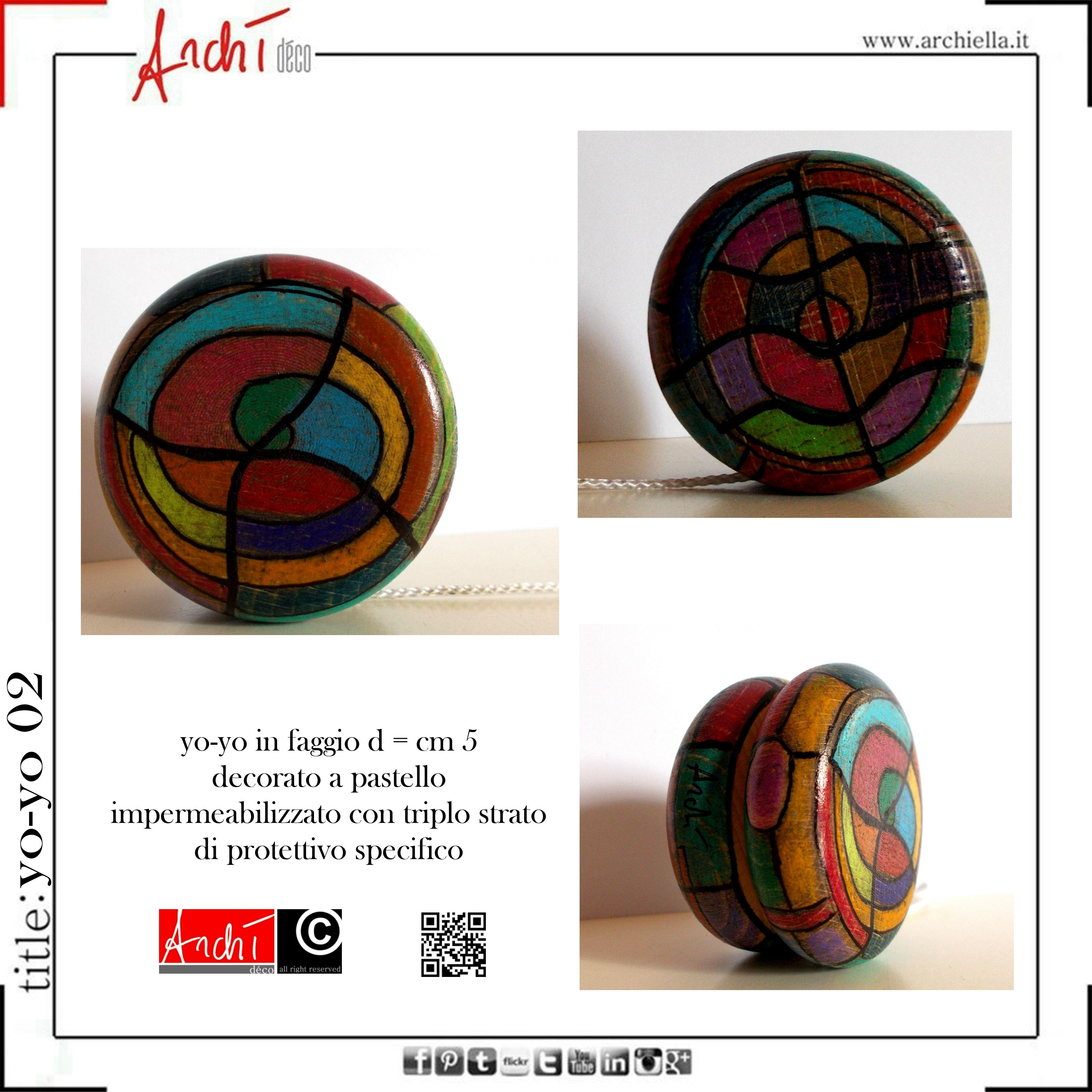 Yo-yo in faggio decorato a pastello yo-yo de bois décoré par les crayons