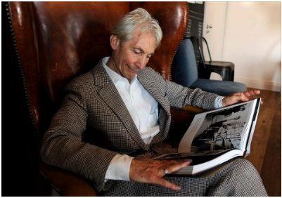 rolling stones 50 jaar Charlie Watts leest het jubileumboek