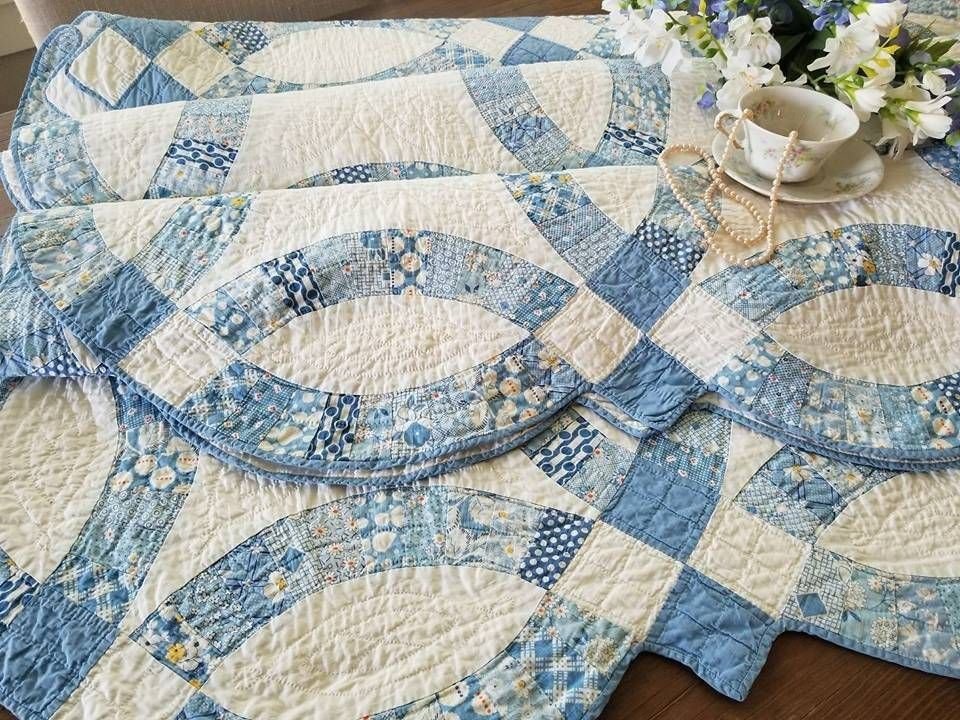 The Best Blue Feedsack Prints Ever Vintage 30s Wedding Ring Quilt Heirloom Wedding Ring Quilt Chic Quilts Wedding Quilt