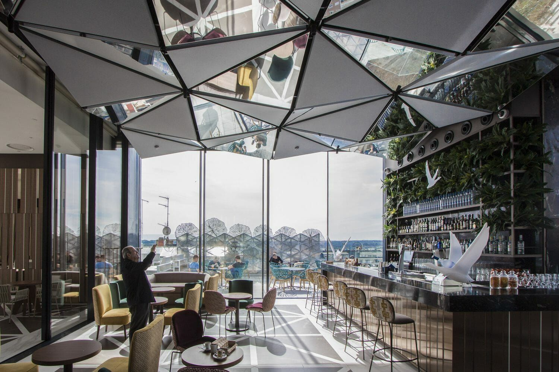Ginkgo Sky Bar La Terraza Mas Espectacular Del 2018 En Madrid En 2020 Diseno De Interiores Del Bar Diseno De Terraza Diseno De Interiores Cafeteria