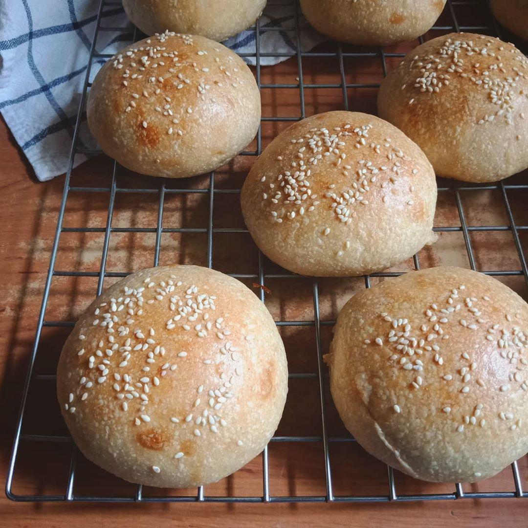 Free form burger buns for tomorrow's bekal and sarapan ...