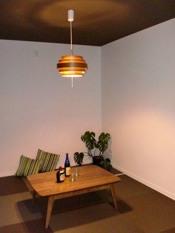 和室の照明 おしゃれでモダンな印象に仕上げるアイテム集 カウモ ペンダントライトを空間のアクセントとして活用 和室 天井 リフォーム 和室 照明 おしゃれ