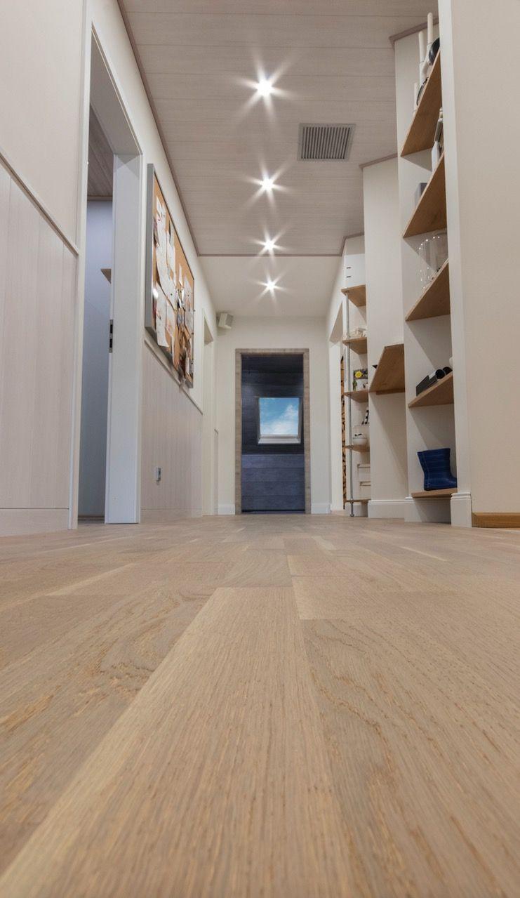 Der Classic Flur Meister Musterhaus Jede Kleine Nische Wird Perfekt Ausgenutzt Longlife Parkett Classic Pc 200 Eiche Lebhaft Greige Parkett Haus Hausflur
