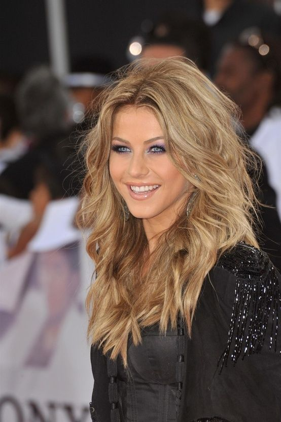 Julianne Houghs dark blonde hair. .  I cant get over this hair its gorgous!