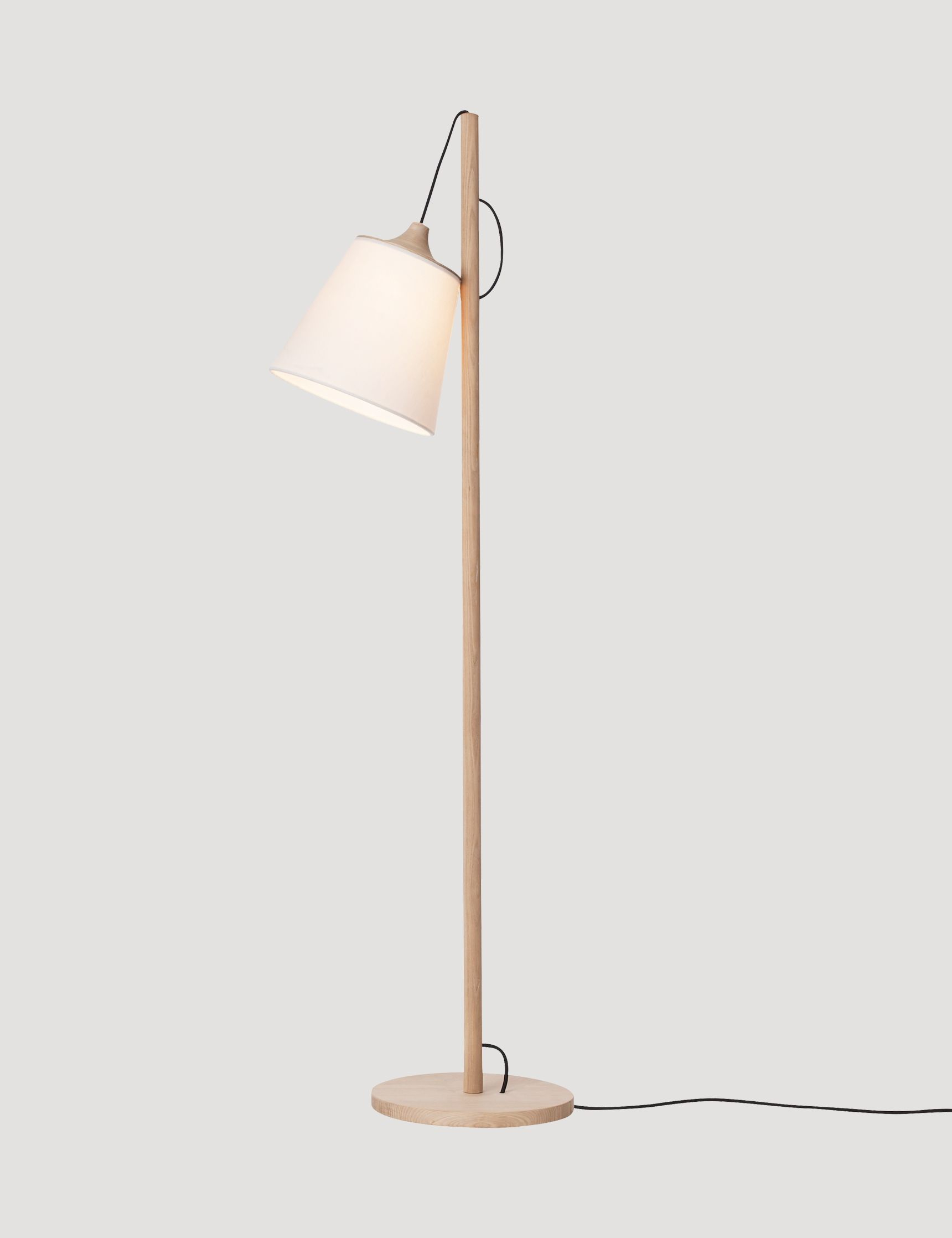 The PULL floor lamp is a Muuto icon. A perfect example of classic ...